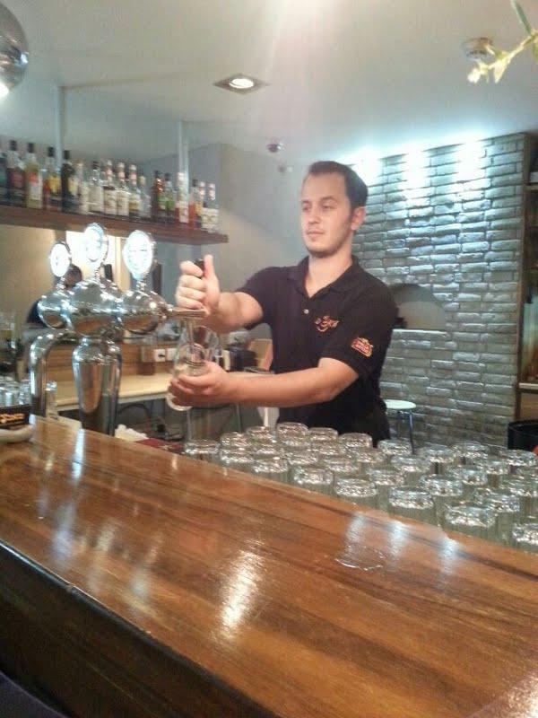 Barkeeper in Israel – unter Neueinwanderer ein beliebter Job (Bild: Ofir Michael/Wikipedia).