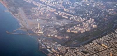 Blick auf die Landebahn von Sde Dov – hier soll bald ein neues Wohnviertel entstehen (Bild: Wikimedia).