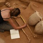 Eine Archäologin an der Ausgrabungsstätte in Aschkelon (Bild: Leon Levy Expedition to Ashkelon)