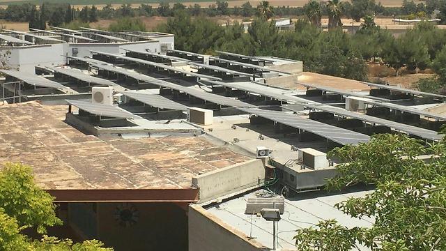 Die Solaranlage auf den Dächern der Grundschule Nitzanei Eshkol (Bild: Presse).