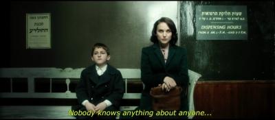 Ihr Regiedebüt drehte Natalie Portman auf Hebräisch – auch sie musste dafür noch einmal die Sprache besser lernen (Bild: Screenshot aus dem Trailer/Youtube)