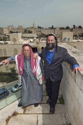 Eliyahu McLean, Director, Abrahamic Reunion und Haj Ibrahim Ahmad Abu El-Hawa, Peacemaker (Bild: Herlinde Koelbl/Mishkenot Sha'ananim, Jerusalem).