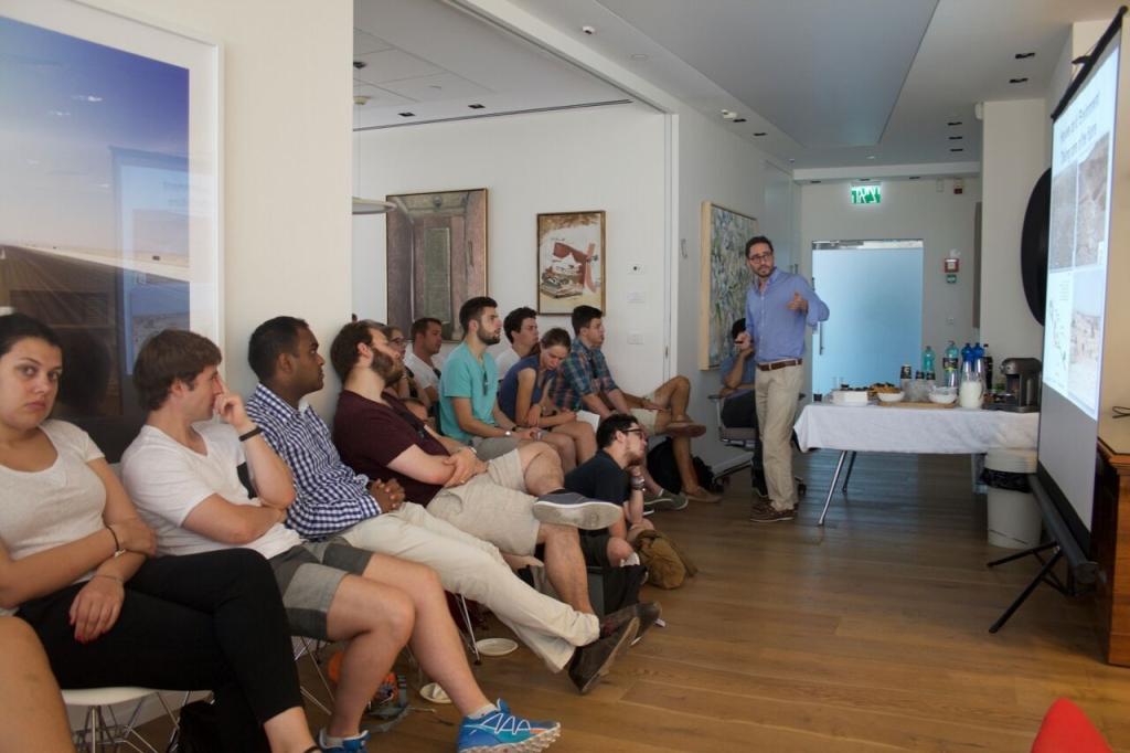 Die jungen Grünliberalen beim Vortrag über die Gewinnung von Erdgas in Israel (Text & Bild: Samuel Suter).