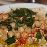 Hummus darf bei dem Food Festival in Haifa natürlich nicht fehlen (Bild: Pixabay).