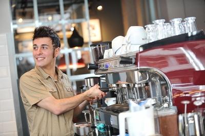 Aktuell nur mit Vorsicht zu geniessen: Eine Tasse Kaffee in einer der israelischen Café-Ketten (Bild lediglich zur Illustration: CHI Polska/Wikimedia).