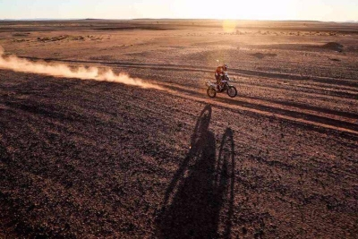Gev Sella auf der Africa Eco Race Rallye (Bild: Facebook Gev Sella).