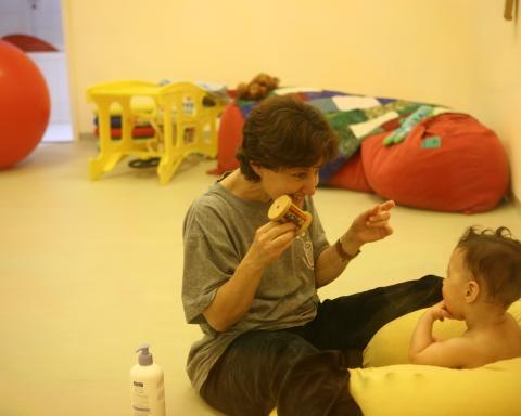 Eine Therapeutin im Mifne-Zentrum (Bild: Presse).