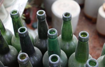 Die gefundenen Flaschen gehörten britischen Soldaten. (Bild: pexels.com)