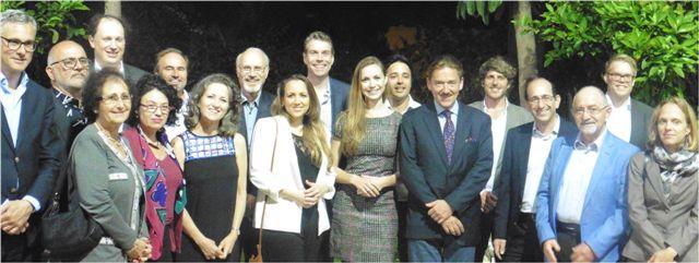 Die Reisegruppe beim Empfang in der Residenz des Schweizer Botschafters (Bild: Presse).