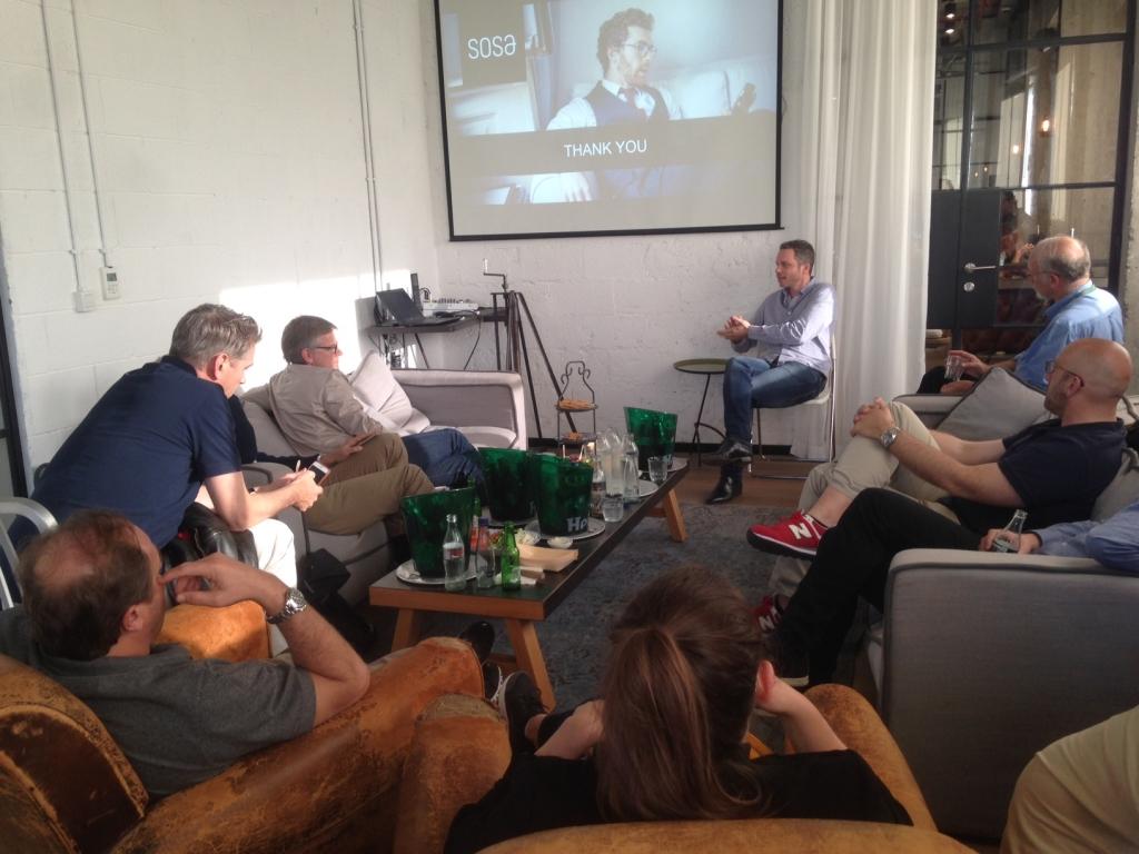 Besucher aus der Schweiz im Tel Aviver Start-up-Zentrum SOSA (Bild: Chantal Landis).