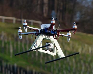 Drohnen dürfen jetzt in Israel zum Aufspüren von geklauten Autos genutzt werden (Bild: Wikimedia/Hans, http://quadrocopter-versicherung.com).