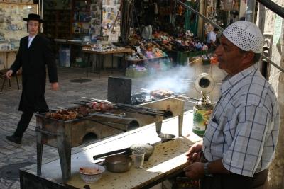 Jüdische und arabische Bewohner in der Jerusalemer Altstadt (Bild: www.goisrael.com)m