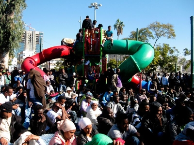 Asylbewerber aus Eritrea im Süden Tel Avivs (Bild: Rudychaimg/Wikimedia).