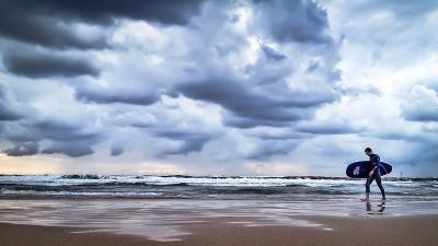 In Israel kann man auch den Grossteil des Winters über surfen gehen (Bild: yuval Segal/PikiWiki).