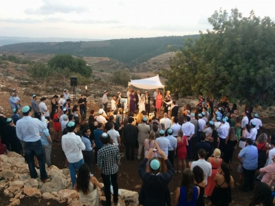 Eine Gut-Wetter-Garantie und tolle Kulissen gibt es bei Hochzeiten in Israel obendrauf – hier heiratet der englische Einwanderer Jonny Stark (Bild: privat).