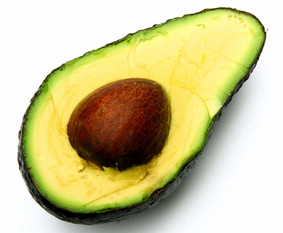 Die Avocado enthält reichlich einfach ungesättigte Fettsäuren (Bild: Muffet/liz west/commons wikimedia)